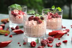 Rhubarb and raspberry mousse Candy Recipes, Dessert Recipes, Desserts In A Glass, Good Food, Yummy Food, Swedish Recipes, My Dessert, No Bake Desserts, Food Inspiration