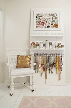 clean & gorgeous jewelry organization {we'd totally create this in our closet!}