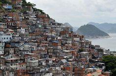 Moradores da favela do Pavão-Pavãozinho, no Rio de Janeiro, buscam financiamento coletivo para investir em melhorias nos espaços comuns