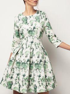 ANNA YAKOVENKO Платье приталенного силуэта с юбкой в складку, выполненное из жаккардовой ткани. Изделие длиной выше колена. Модель с круглой горловиной и укороченным рукавом. На спинке — потайная застежка-молния