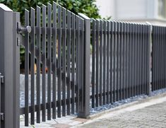 House Fence Design, Front Gate Design, Main Gate Design, Door Design, Metal Fence Gates, Home Fencing, Gate Designs Modern, Modern Fence Design, Gate House
