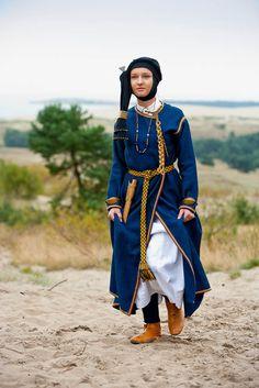 IX-XIIa.-kursiu-genties-merginos-rubai.jpg Latvian/Lithuanian http://alkas.lt/2012/09/17/latvijoje-bauskes-pilyje-bus-minima-baltu-vienybes-diena/