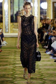 Simone Rocha Spring 2016 Ready-to-Wear Fashion Show - Lauren de Graaf