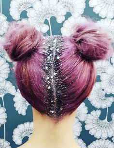 People are showing off their roots with the help of a glob of glitter pasted to…