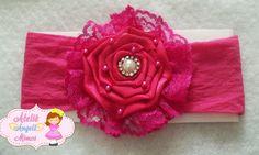 Faixa para bebe Pink com aplique de flor em cetim e strass, base em meia de seda