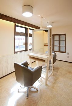 Beauty salon interior design ideas   + hair + space + decor + designs + Tokyo + Japan   Follow us on https://www.facebook.com/TracksGroup   <<<【Hair Emu セットエリア】ウッドとホワイトを基調としたアットホームな空間。 美容室 内装