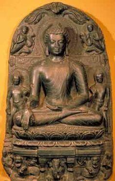 Сидящий Будда С падением империи Гуптов господствующей религией северной Индии стал индуизм,  буддизм был  подавлен исламскими нашествиями.  Хотя религиозное влияние буддизма уменьшалось, средневековое буддийское искусство продолжало совершенствовать технические достижения предшествующих веков. Особого внимания заслуживает положение рук Будды. В буддизме расположение кистей и пальцев рук имеет символический характер, это своего рода ритуальный язык жестов, называемых мудрами.