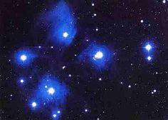 Plêiades -M45   O aglomerado estelar das Plêiades, M45, é um dos aglomerados de estrelas mais brilhantes visíveis no hemisfério norte. #ACPlanetas #CMistériosBlog