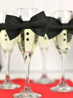7 Oscar Party Decorations That Are A-List Material - Real Simple 7 Oscar Party Decorations That Are Soirée James Bond, James Bond Party, James Bond Theme, Fun Party Themes, Cool Themes, Theme Ideas, Party Ideas, Black Party Decorations, Hollywood Party Decorations