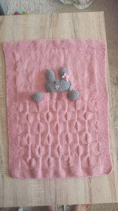 Je vous propose aujourd'hui un tuto pour réaliser une tres jolie petite couverture pour votre petits bouts . Il vous faut pour ...
