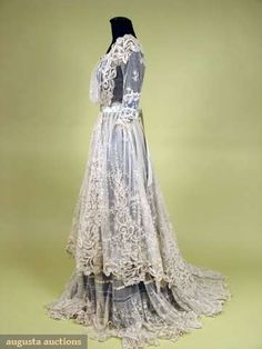TRAINED NET LACE TEA GOWN, c. 1910