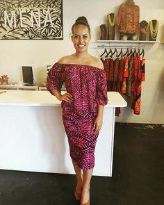 Beautiful Janine in our new matching separates 💕 New Dress Pattern, Dress Patterns, African Print Fashion, Ethnic Fashion, Samoan Designs, Samoan Dress, Island Style Clothing, Hawaiian Fashion, Island Wear
