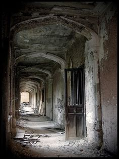 Abandoned Castel of Messines chapel in Lede, East Flanders,   http://awesome-my-famous-castles.blogspot.com