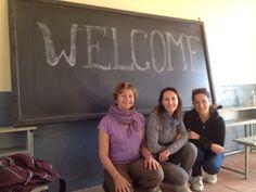 """Quarta giornata di lavoro in Eritrea: siamo stati accolti così! Nella foto la drssa Nadia Assanta dell'Associazione """"Un cuore un mondo"""" e le drsse Guadalupe Capizzano e Sara Gatti."""