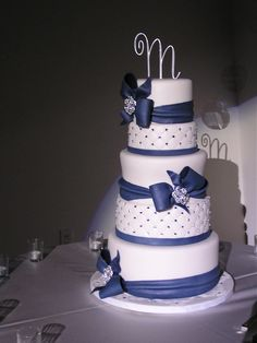 Navy Blue and white wedding cake — Round Wedding Cakes and perfect for a UConn wedding! Navy Blue Wedding Cakes, Round Wedding Cakes, Beautiful Wedding Cakes, Beautiful Cakes, Amazing Cakes, White Cakes, Blue Cakes, Cupcake Cakes, Cupcakes