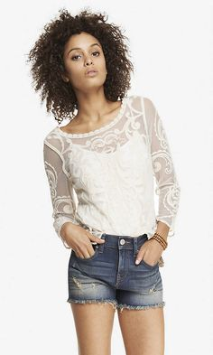 BAROQUE LACE TEE | Express