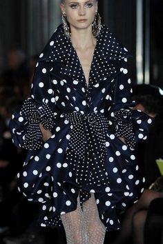 Christian Lacroix at Couture Spring 2009 Christian Lacroix * Spring 2009 Couture Details Christian Lacroix, Christian Siriano, Dots Fashion, Fashion Design, Fashion Trends, New York Fashion, Couture Details, Christen, Couture Fashion