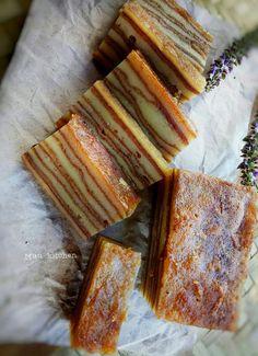Lapis Pontianak Ekonomis by Muu Razak Indonesian Desserts, Asian Desserts, Indonesian Food, Fun Desserts, Puding Cake, Resep Cake, Breakfast Recipes, Snack Recipes, Cooking Recipes
