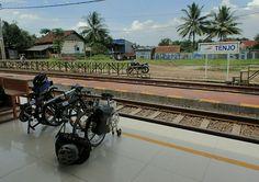 Bicycle Traveling with Dahon Folding Bike  Pulang Mudik at Stasiun Tenjo – View on Path.