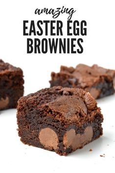 AMAZING Easter Egg Chocolate Brownies with a extra fudgy centre and chewy edges. Stuffed with mini Easter eggs, it\'s a special Easter dessert. Recipe from sweetestmenu.com #brownies #easter #chocolate #eastereggs