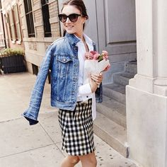 Jean jacket? Check. Fresh flowers? Check. Checked skirt? Um, check. Shop the look now via the link in our bio.