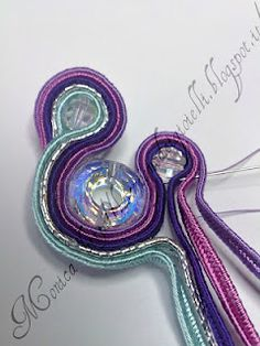 DIY TUTORIAL: soutache earrings and ring - Again a different language but with good pictures. Love the colors of this one.