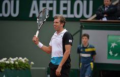 Gêné aux adducteurs, Julien Benneteau n'a pas pu complètement défendre ses chances devant Roger Federer.