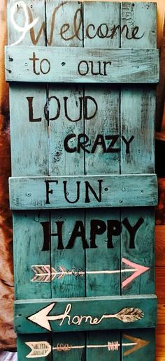 Use Pallet Wood Projects to Create Unique Home Decor Items – Hobby Is My Life Wood Pallet Signs, Pallet Art, Wood Pallets, Wooden Signs, Rustic Pallet Ideas, Country Wood Signs, Barn Wood Signs, Rustic Wood, Pallet Crafts