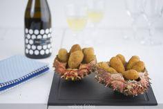 Esta receta de croquetas de centolla es maravillosa para una cena con la que te quieras lucir. Ni son baratas, ni rápidas, pero el resultado es espectacular
