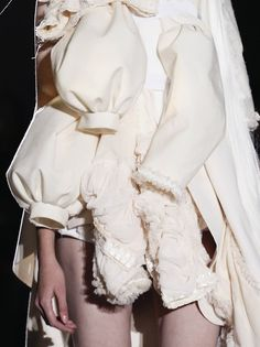 Comme des Garcons s/s 2013 Miss Smith, Weird Fashion, Comme Des Garcons, Fabric Manipulation, Female Art, Runway Fashion, Reflective Journal, Deconstructivism, Black And White