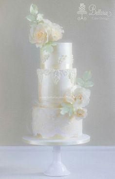 Champagne lustre cake
