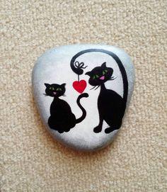 aşk#hayvanseverler#taşboyama#instastoner#sassidipinti#kedi#cat#sanat#instalike#elyapımı#hediye#taş#stone#art#decor#style#design#sweet#sipariş