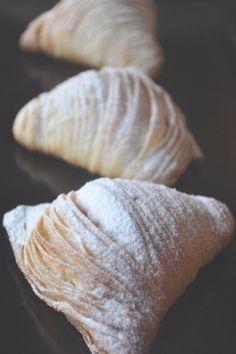 Italian pastry Recipes - Sfogliatelle… an Italian tail, three ways. Dessert Cannoli, Bon Dessert, Köstliche Desserts, Italian Desserts, Dessert Recipes, Italian Foods, Plated Desserts, Authentic Italian Recipes, Healthy Desserts