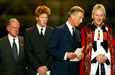 Alpha 048995 11.09.2002 Prince Charles, Prince Harry and Us Ambassador William Farrish -Service to Commemorate the First Anniversary of the 9/11 Terrorist Attacks at St. Pauls Cathedral, London Photo By:alpha/Globe Photos, Inc