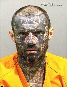 Foto Penjenayah gila tato di wajah