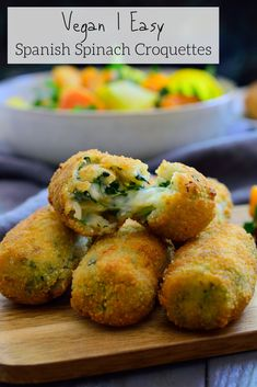These Spanish spinach croquettes are a typical tapa in bars all around Spain. They're simple to make, packed with flavour and make a great vegan party finger food or appetizer! Bite Size Appetizers, Vegan Appetizers, Appetizers For Party, Appetizer Recipes, Party Snacks, Dinner Recipes, Delicious Appetizers, Appetizer Ideas, Vegan Snacks