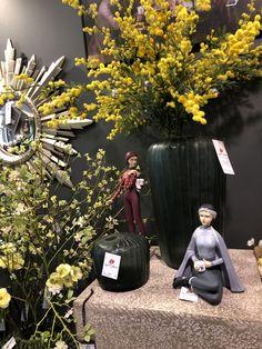 Mimosa artificiel , vases en pâte de verre en vente chez esprit fleurs. Boutique Esprit, Cambridge Satchel, Vases, Artificial Flowers, Boutique Online Shopping, Drinkware, Jars, Vase, Bulb Vase