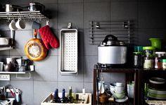 Gli scaffali a giorno in cucina sono soluzioni pratiche per trovare subito ciò che si cerca - IKEA