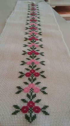 1 million+ Stunning Free Images to Use Anywhere Cross Stitch Boarders, Cross Stitch Bookmarks, Simple Cross Stitch, Cross Stitch Rose, Cross Stitch Flowers, Cross Stitch Designs, Cross Stitching, Cross Stitch Embroidery, Embroidery Patterns