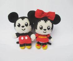Crochet Dinosaur Pattern Free, Disney Crochet Patterns, Crochet Keychain Pattern, Crochet Amigurumi Free Patterns, Crochet Dolls, Free Crochet, Michey Mouse, Quick Crochet Gifts, Crochet Mickey Mouse