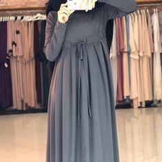 Image may contain: one or more people Hijab Fashion 2016, Abaya Fashion, Modest Fashion, Fashion Dresses, Islamic Fashion, Muslim Fashion, Indian Designer Outfits, Designer Dresses, Hijab Dress Party