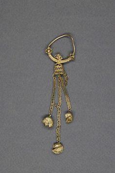 Zausznica kopułkowata z zawieszkami na łańcuszkach, Czerniejowice, pow. Gniezno, X-XI w. // Slavic temple rings found in Czerniejowice, Poland, 10th-11th century