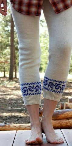 Ravelry Hee Hee - i'd wear them on a cold winter morning with breakfast and a cup of coffee - (wooly wednesday Knit Leggings, Knit Pants, Leggings Store, Sweater Tights, Knit Or Crochet, Crochet Cats, Crochet Birds, Crochet Food, Crochet Animals