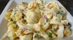 Υπέροχη σαλάτα να την προσθέσουμε στο τραπέζι μας ,αλλά και πλήρες γευστικό γεύμα .Αν περισσέψει την σκεπάζουμε στο ψυγείο και γίνετε όλο και πιο νόστιμη !!! Είναι πραγματικά πεντανόστιμη !!! Υλικά για ένα μεγάλο μπολ 6 πατάτες 2 κρεμμύδια μεγάλα 2 αυγά βρασμένα σφιχτά κομμένα σε ροδέλες 1 χούφτα κρουτόν 1 ματσάκι μαϊντανό ψιλοκομμένο 3-4 … Fun Cooking, Cooking Recipes, Healthy Recipes, Delicious Recipes, Food Network Recipes, Food Processor Recipes, The Kitchen Food Network, Dips, Salad Bar