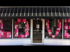 Cool 35 Amazing Valentine Window Decoration Ideas. More at https://homedecorizz.com/2018/01/27/35-amazing-valentine-window-decoration-ideas/