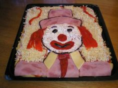 """The art of making pizza. How to make a clown pizza with ingredients like feta cheese and red """"Florina"""" peppers. Clown Party, Circus Party, Creative Pizza, Pizza Art, Food Technology, How To Make Pizza, Food Decoration, Food Art, Feta"""