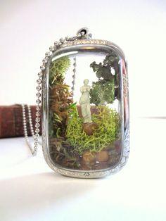 Miniature Terrarium Necklace Lovers by FaerieNest Resin Jewelry, Jewelry Crafts, Jewelry Art, Jewelry Accessories, Handmade Jewelry, Bottle Charms, Bottle Necklace, Mini Terrarium, Terrariums