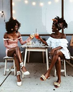 Spring | Lente | Summer | Zomer | Fashion | Mode | Streetstyle Trends | Trends | Fashion Week | 2020 | Look | Outfit | Friends | Vriendinnen | Besties | Dresses | Jurken | Dress | Jurk | Spring Dress | Lente Jurk | Summer Dress | Zomerjurk | Off The Shoulder | Mini | Korte | Sandals | Sandalen | Espradrilles | Print | Flower Print | Bloemenprint | Ruffles | White | Wit | Red | Rood | Brown | Bruin | Shoppen | Online | Inspiration | Inspiratie | More On Fashionchick | Meer Op Fashionchick