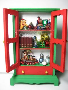 """Miniature Christmas """"Elf Hutch"""" (Dollhouse sized mini) Lots of pics! - OCCASIONS AND HOLIDAYS"""