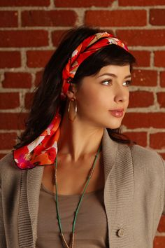 There are over 30 ways to wear Pirose. It is truly is a multi way scarf. http://www.renorose.com/collections/pirose-fashion/products/gwendolyn